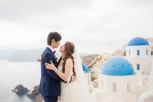 Wedding in Santorini-blue dome church