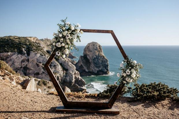 Hexagonal arch - adventurous elopement in Portugal