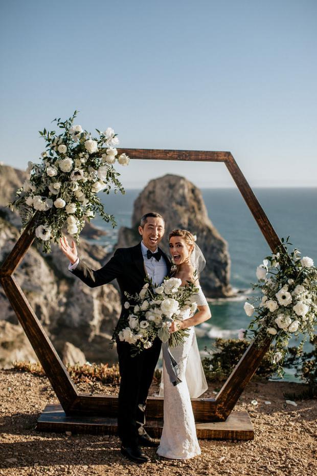 Cliffside Portugal elopement- hexagonal arch