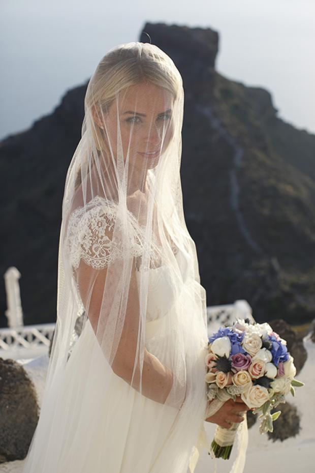 Santorini bride- Tie the knot in Santorini