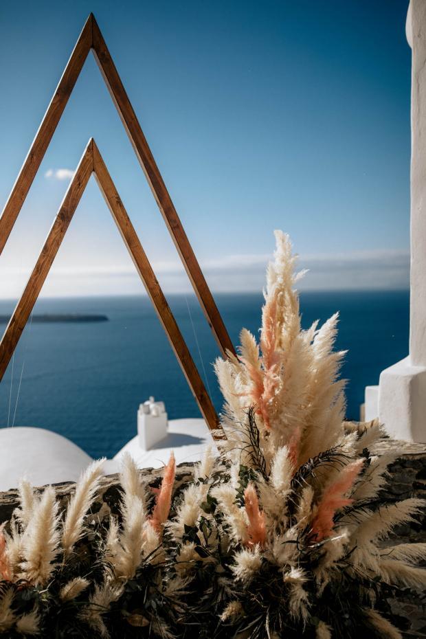 Modern pampas grass  destination wedding in Greece