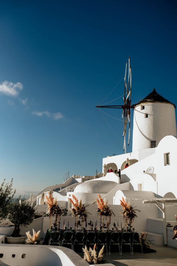 Modern destination wedding in Greece