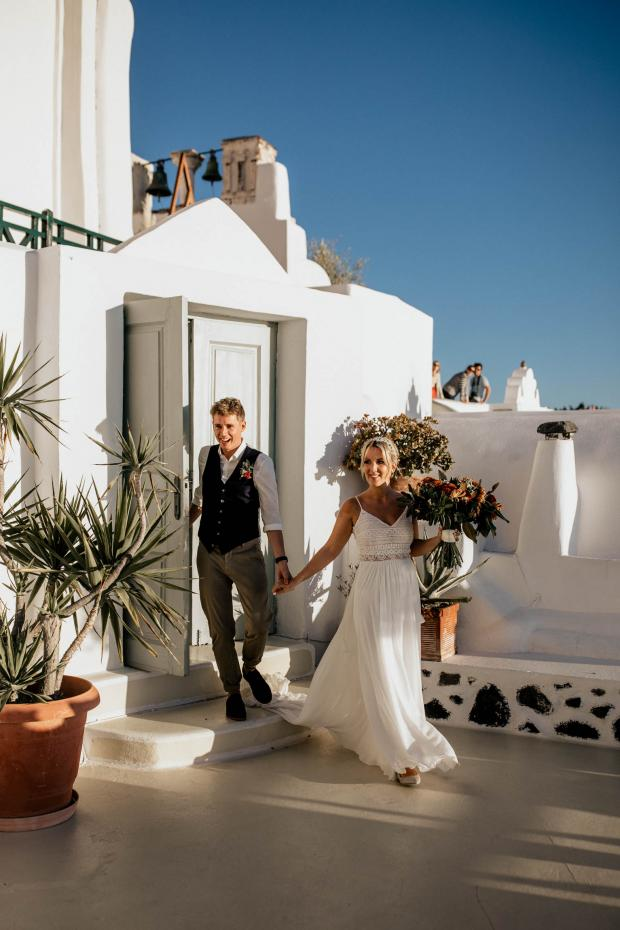 Fun hip wedding in Greece