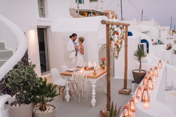 Candlelit wedding dinner in Santorini