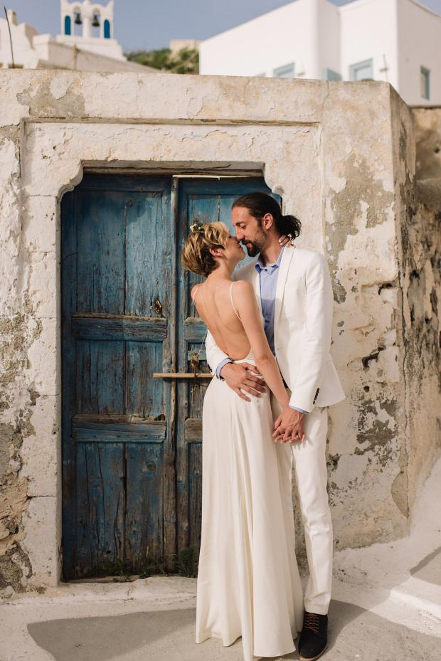 Modern elopement in Santorini