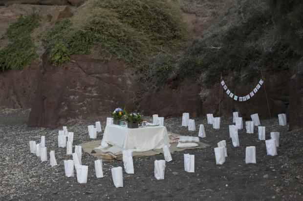 Boho wedding in Santorini-beach picnic