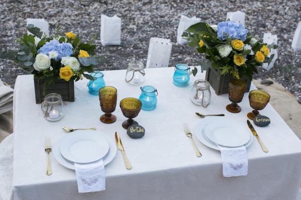 Boho Style wedding in Santorini |beach picnic