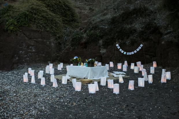 Bohemian wedding in Santorini-beach picnic