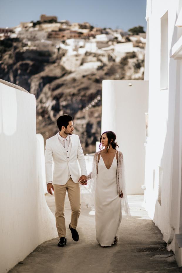 Modern and bohemian wedding in Santorini-Greece