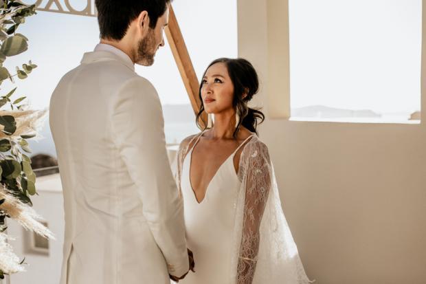 Bohemian & modern wedding in Santorini