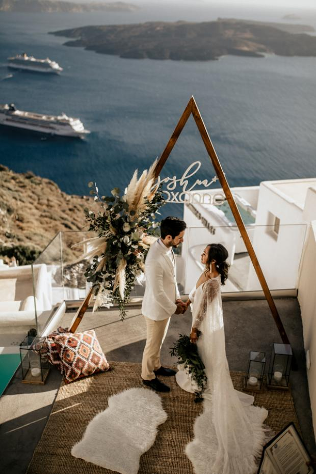 Bohemian & modern wedding in Santorini