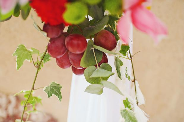 Marsala wedding in Santorini-grapes