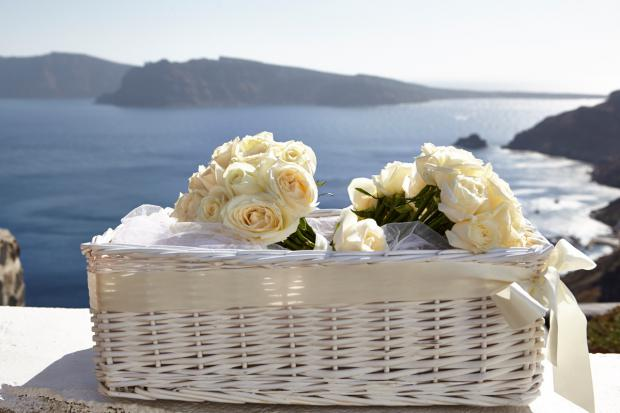 Wedding in Santorini-white bouquets