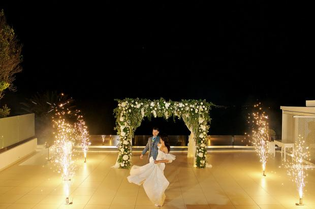 First dance with firework fountains