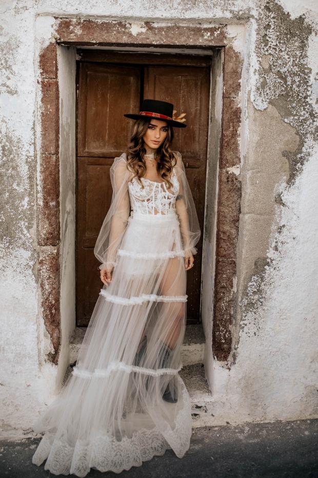 Fashion forward destination elopement in Europe-bridal hat