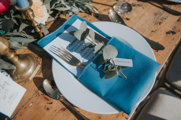 Tablescape - blue napkin