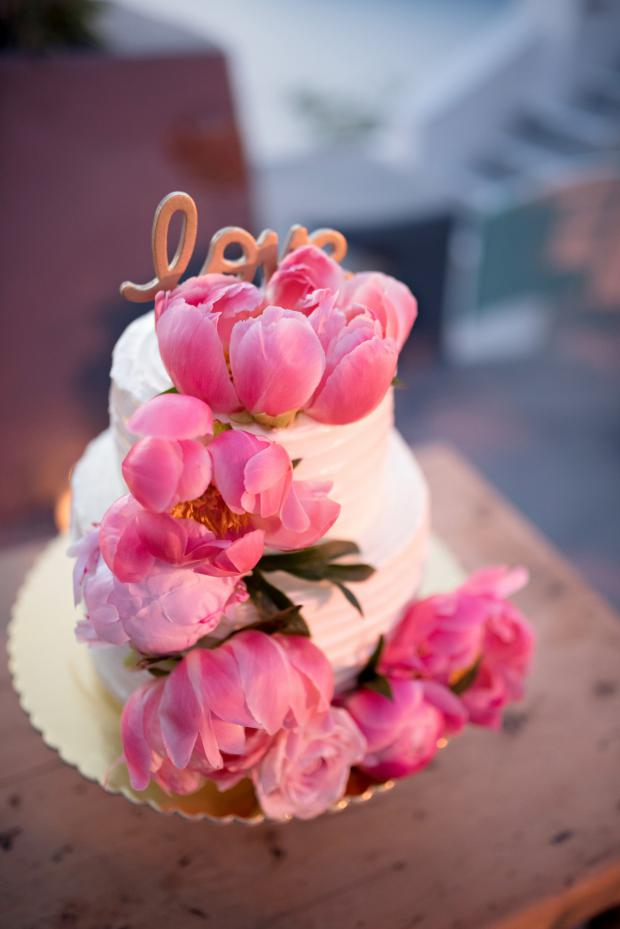 Cake with pink peonies