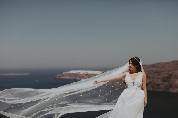 Gorgeous wedding dress & veil - Santorini wedding