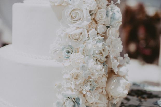 Flower icing luxury cake