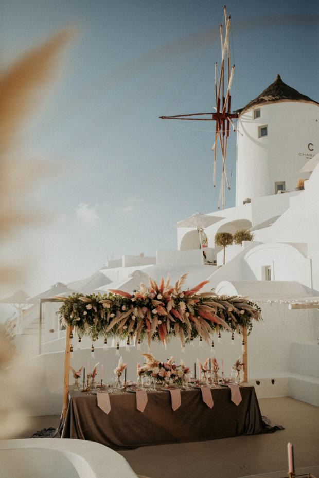 Intimate wedding dinner in Greece with pampas grass