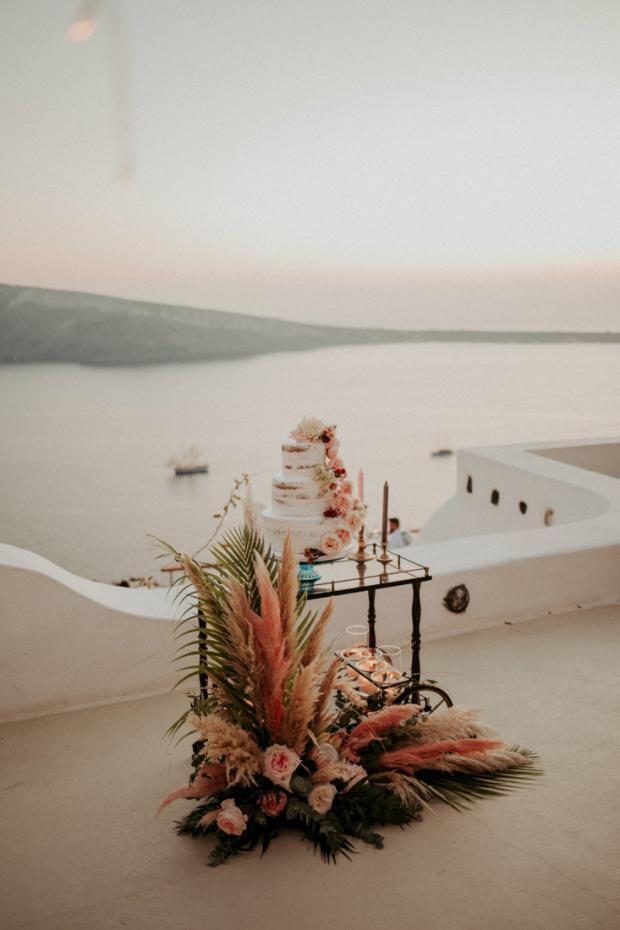 Wedding cake - pink pampas