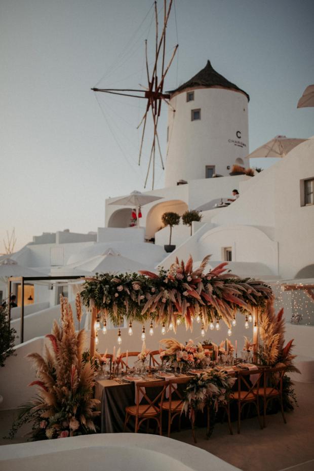 Wedding dinner in Santorini- lights