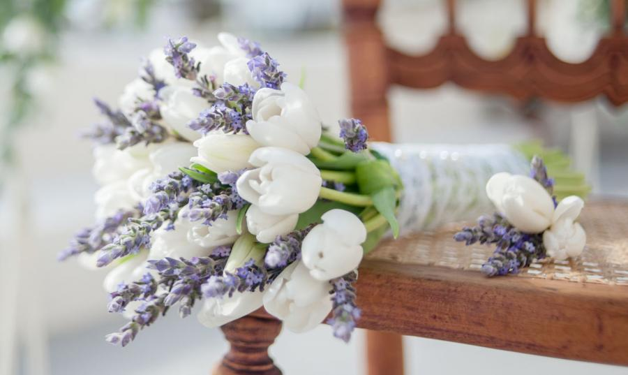 Wedding in Santorini_bridal bouquet